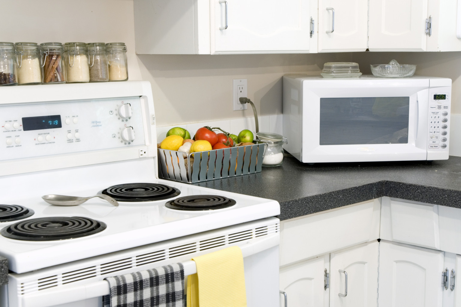 Clean your stove top naturally with this easy solution huffpost solutioingenieria Gallery