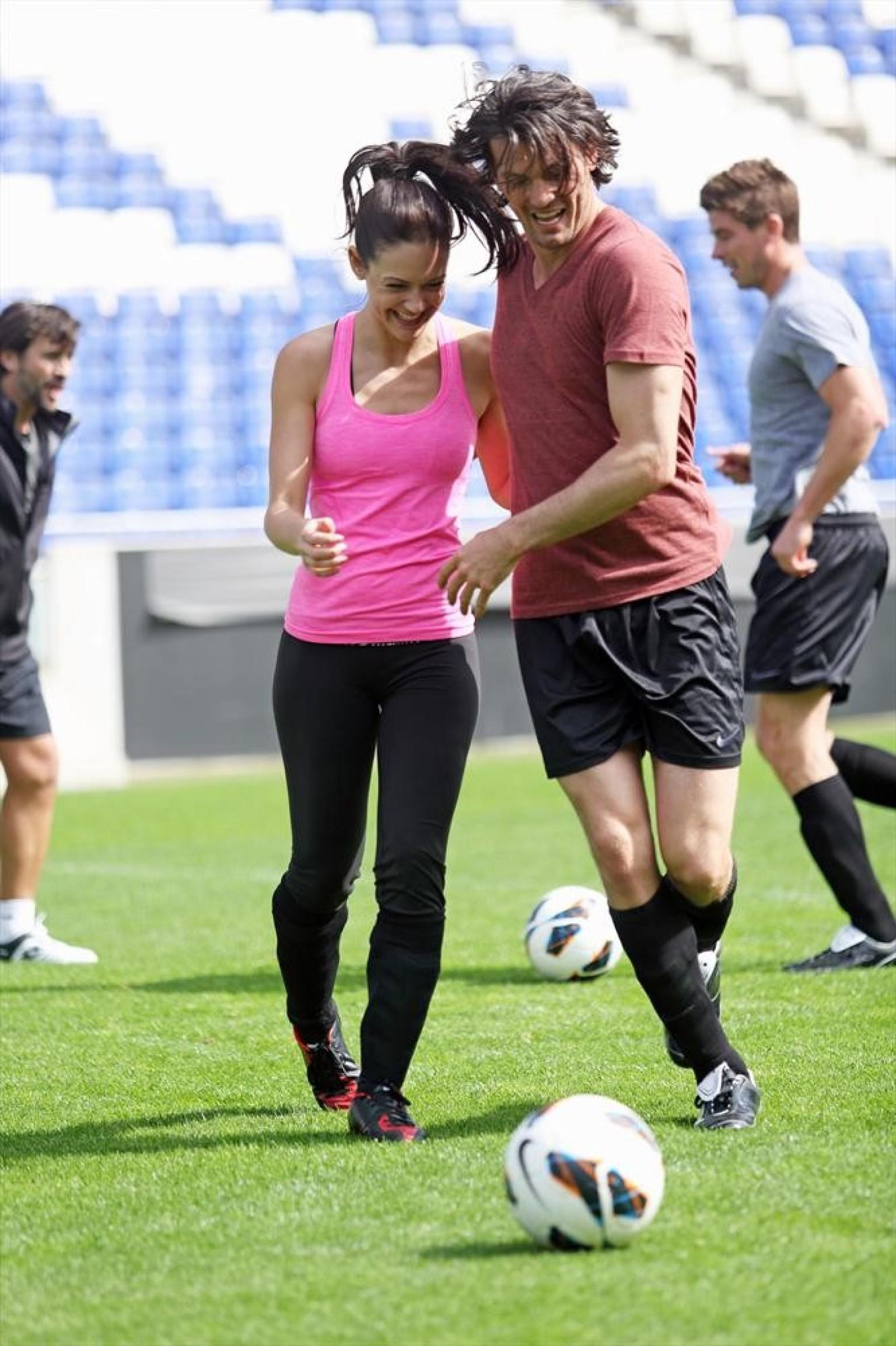 The Bachelorette Season 9 Episode 6 Desiree Hartsock Plays Soccer Kicks James To Curb
