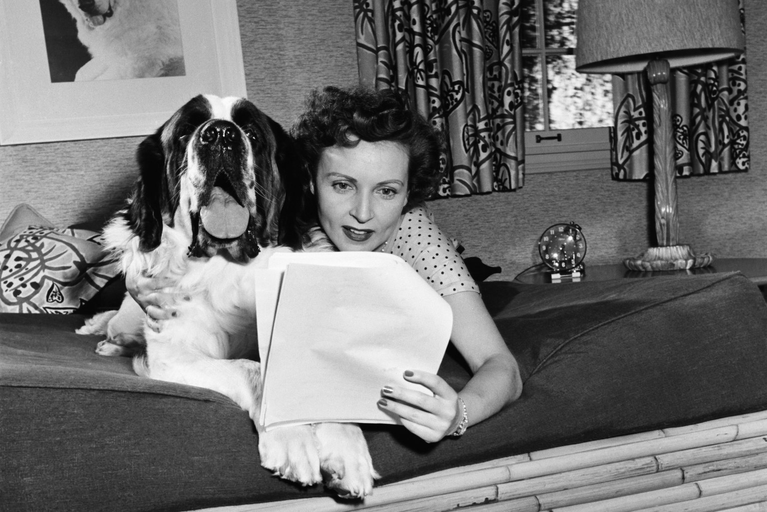 Betty Whites Home In The 1950S Had Style, Plenty Of Dogs -9914