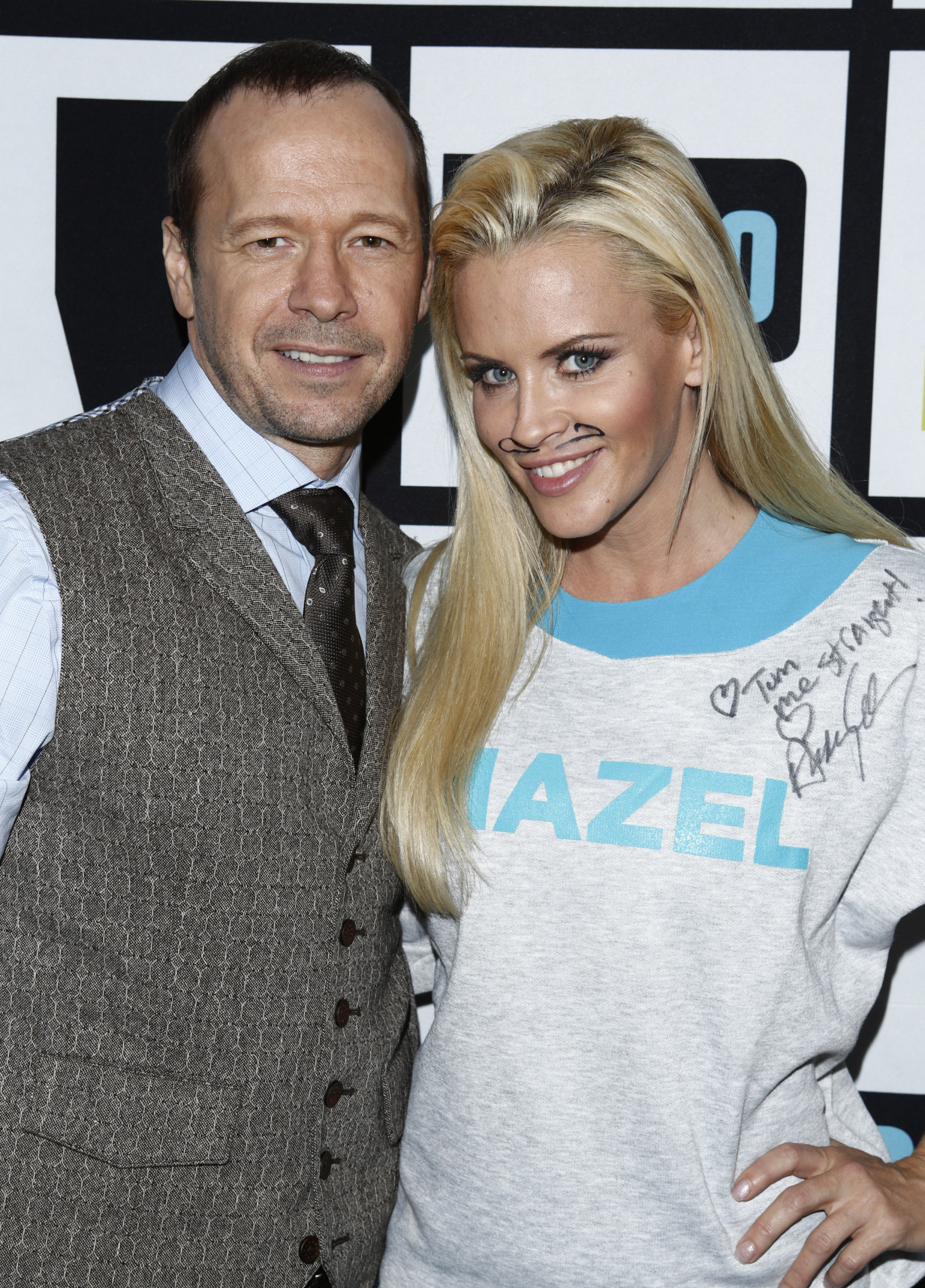 donnie dating jenny mccarthy Jenny mccarthy announced her engagement to donnie wahlberg on the view the couple have been dating since last summer mccarthy was previously unsure if she'd marry again.