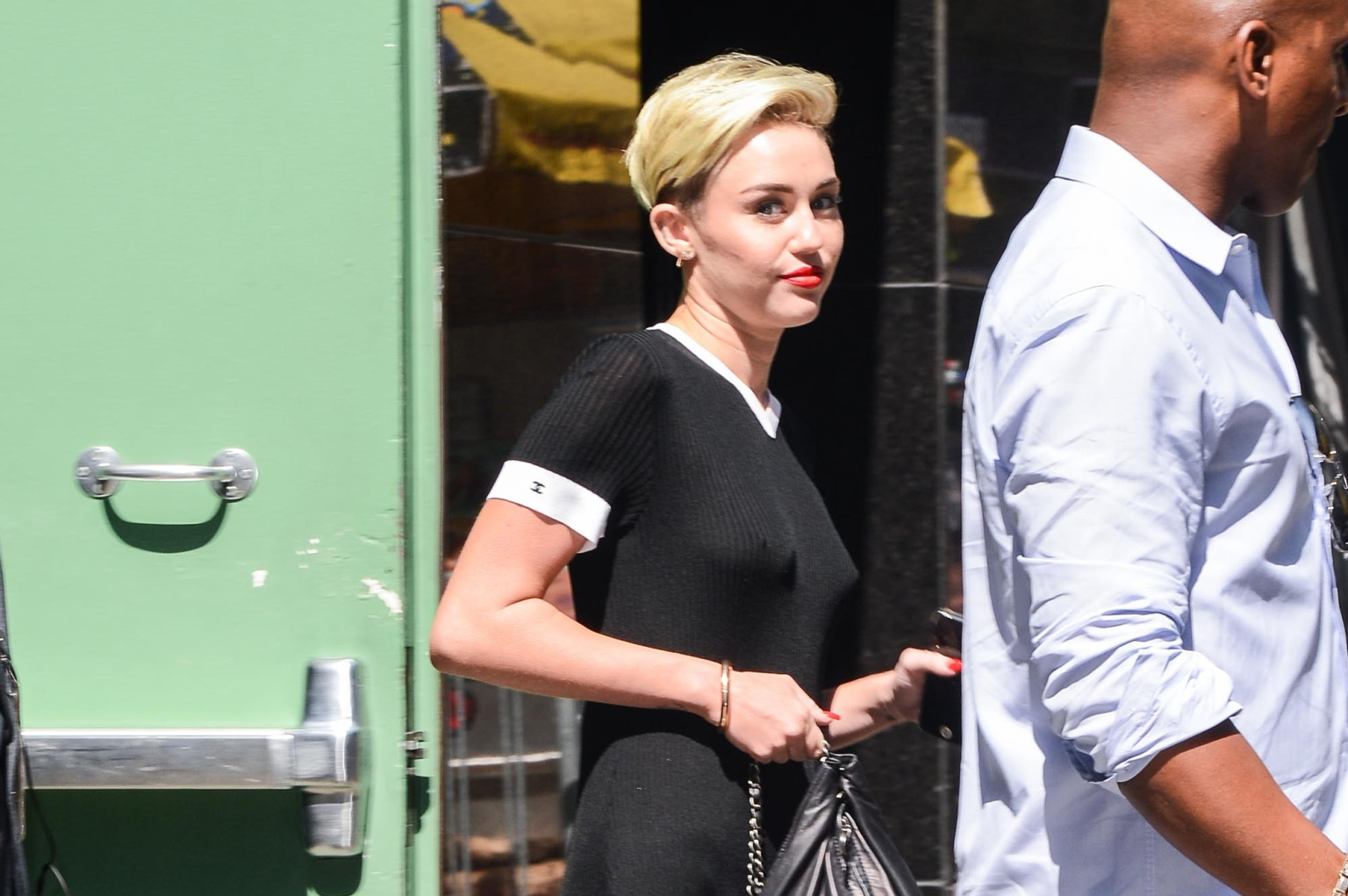 Miley Cyrus' Fitted Chanel Dress Is Surprisingly Classy (PHOTOS, POLL) |  HuffPost