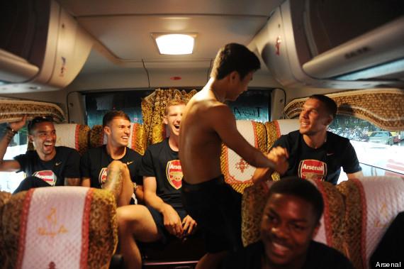 arsenal vietnam fan coach