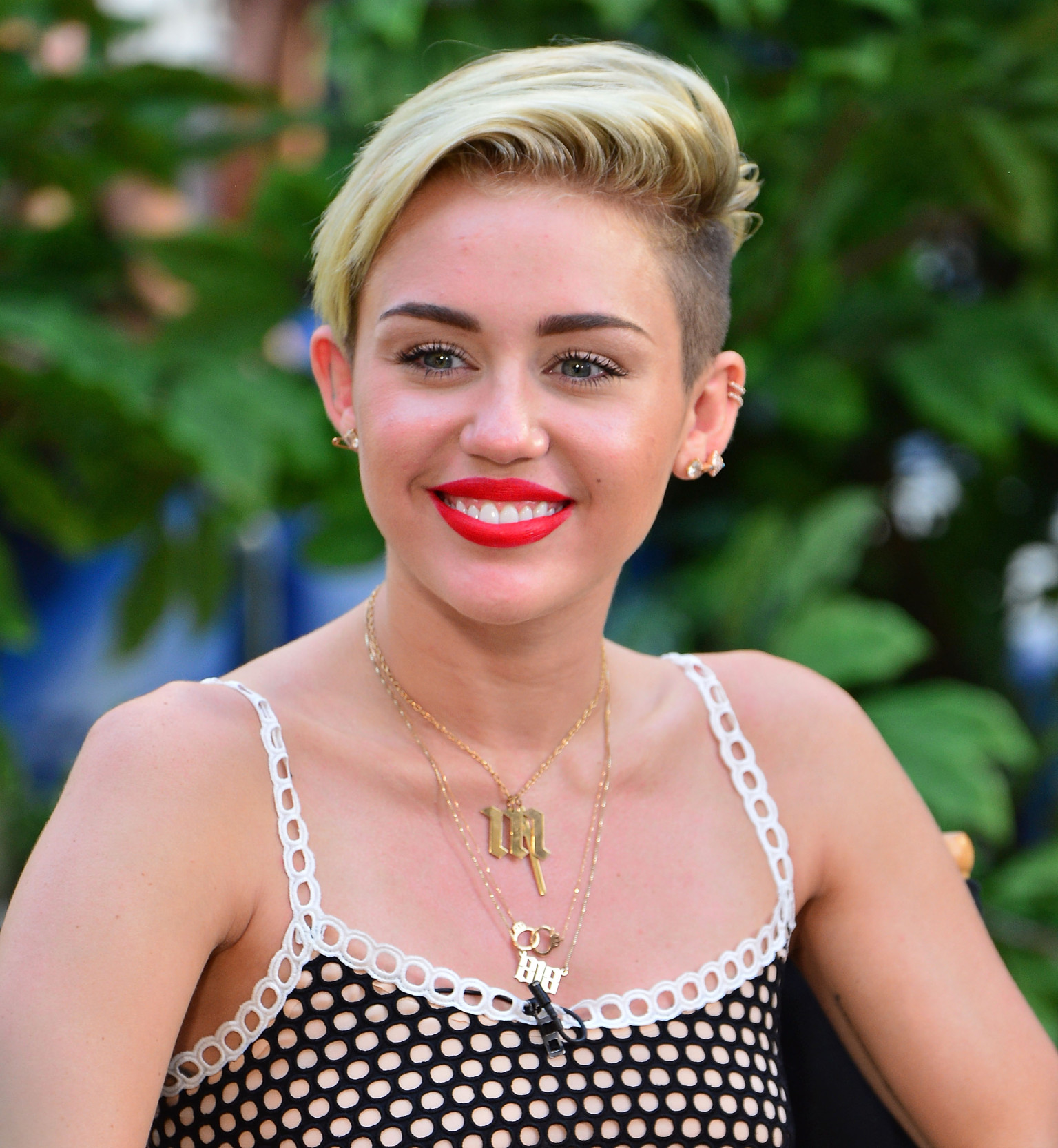 how to style miley cyrus hair miley cyrus haircut changed huffpost 7963