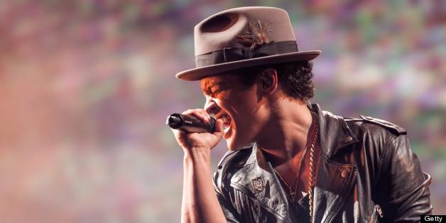 Bruno Mars, Pitbull, Miguel Receive Multiple VMA Nominations