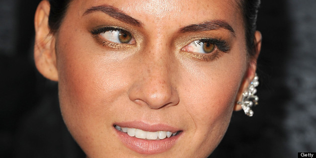 Olivia Munn Uses Makeup To Help Her Eyelash Pulling