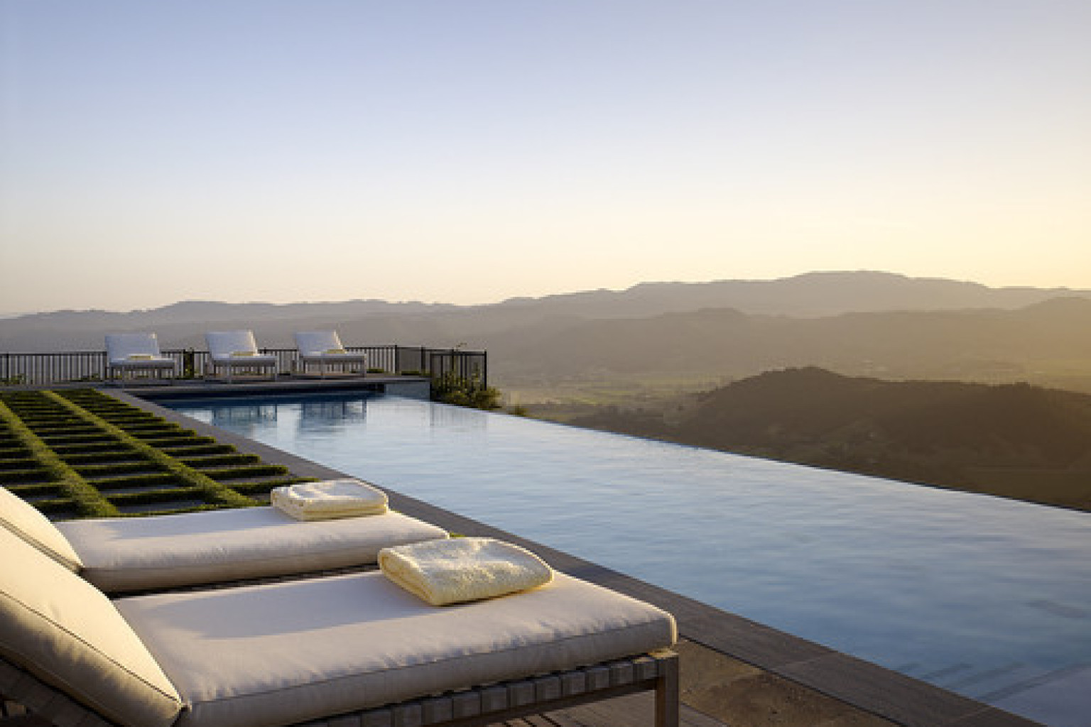 10 infinity pools that will make you want to swim forever photos huffpost. Black Bedroom Furniture Sets. Home Design Ideas