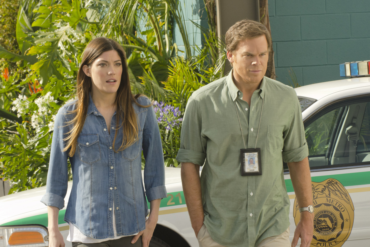 Did dexter dating his sister
