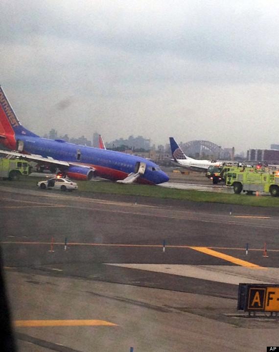 laguardia airport plane collapse