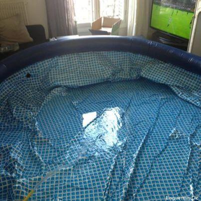 il installe une piscine dans son salon