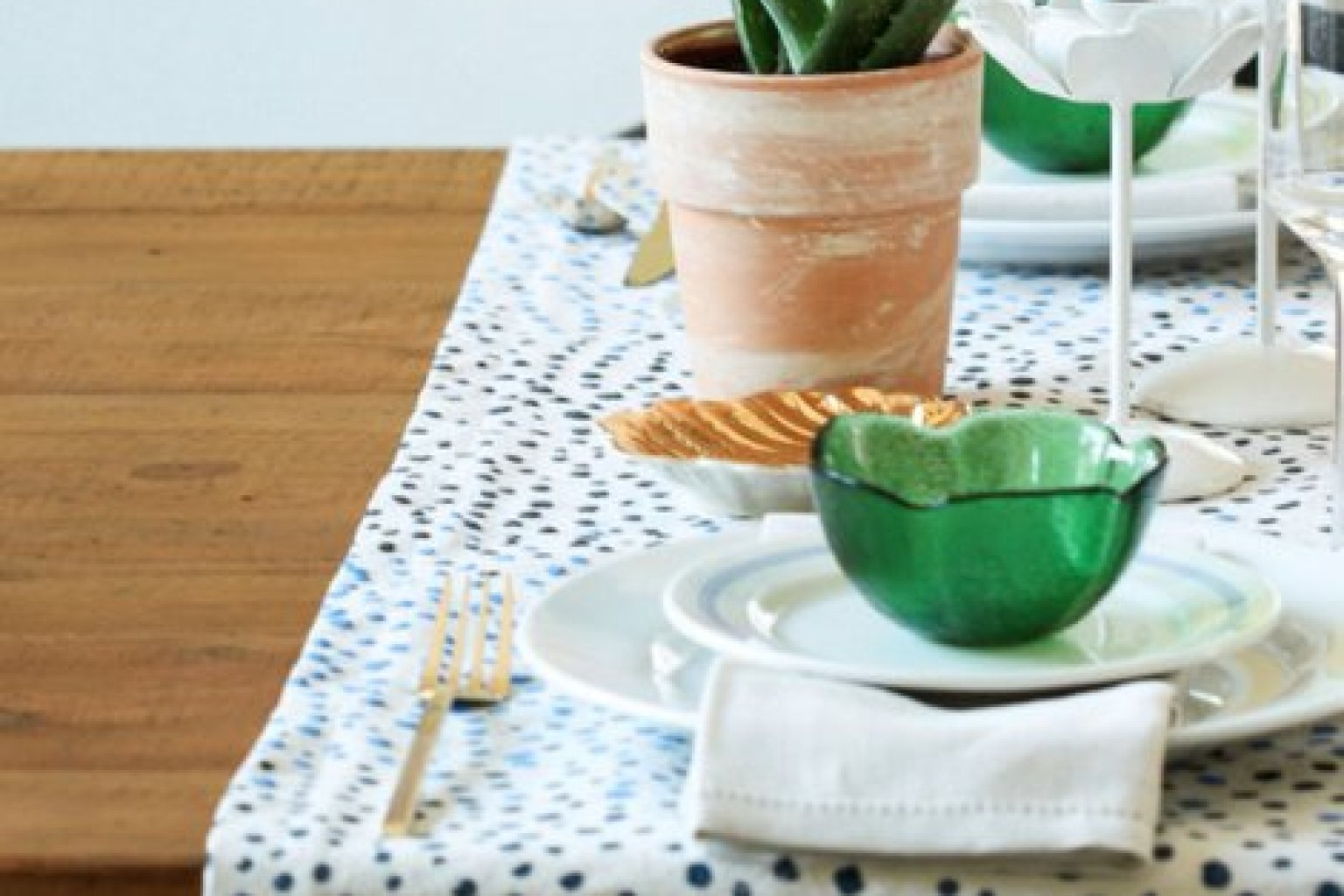 DIY Table Runner Idea Is The Easiest Way To Make Your Dining Room Look Amazing PHOTO