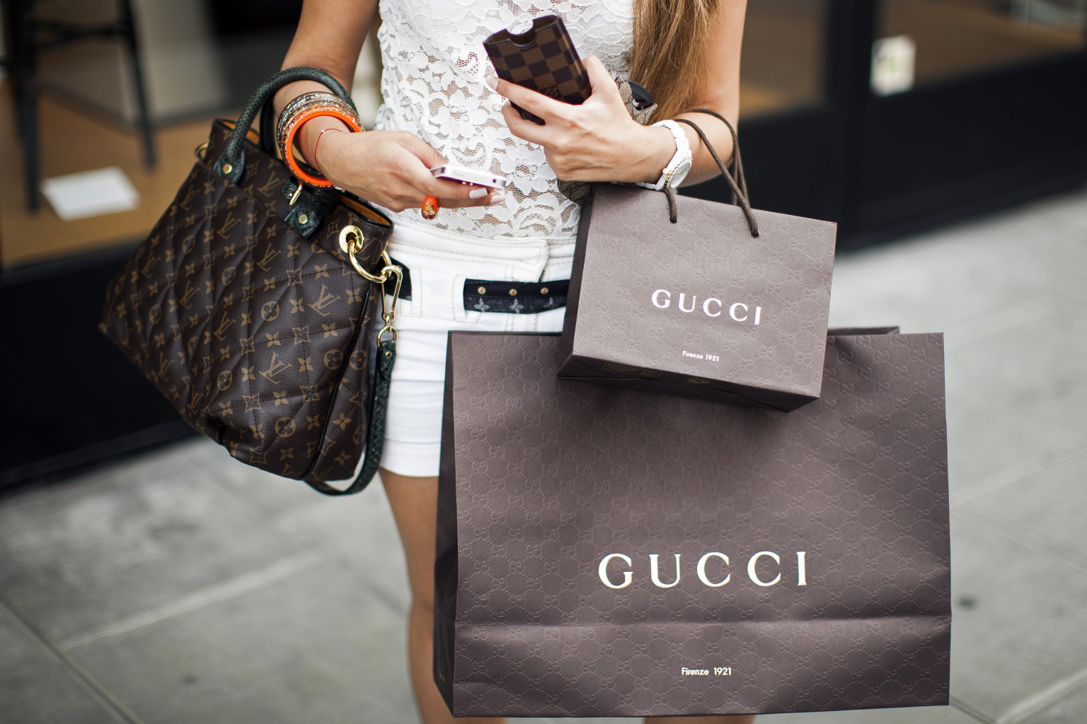 Women Use Designer Bags To Fend Off Jealous Would Be Man Stealers Study Claims Huffpost