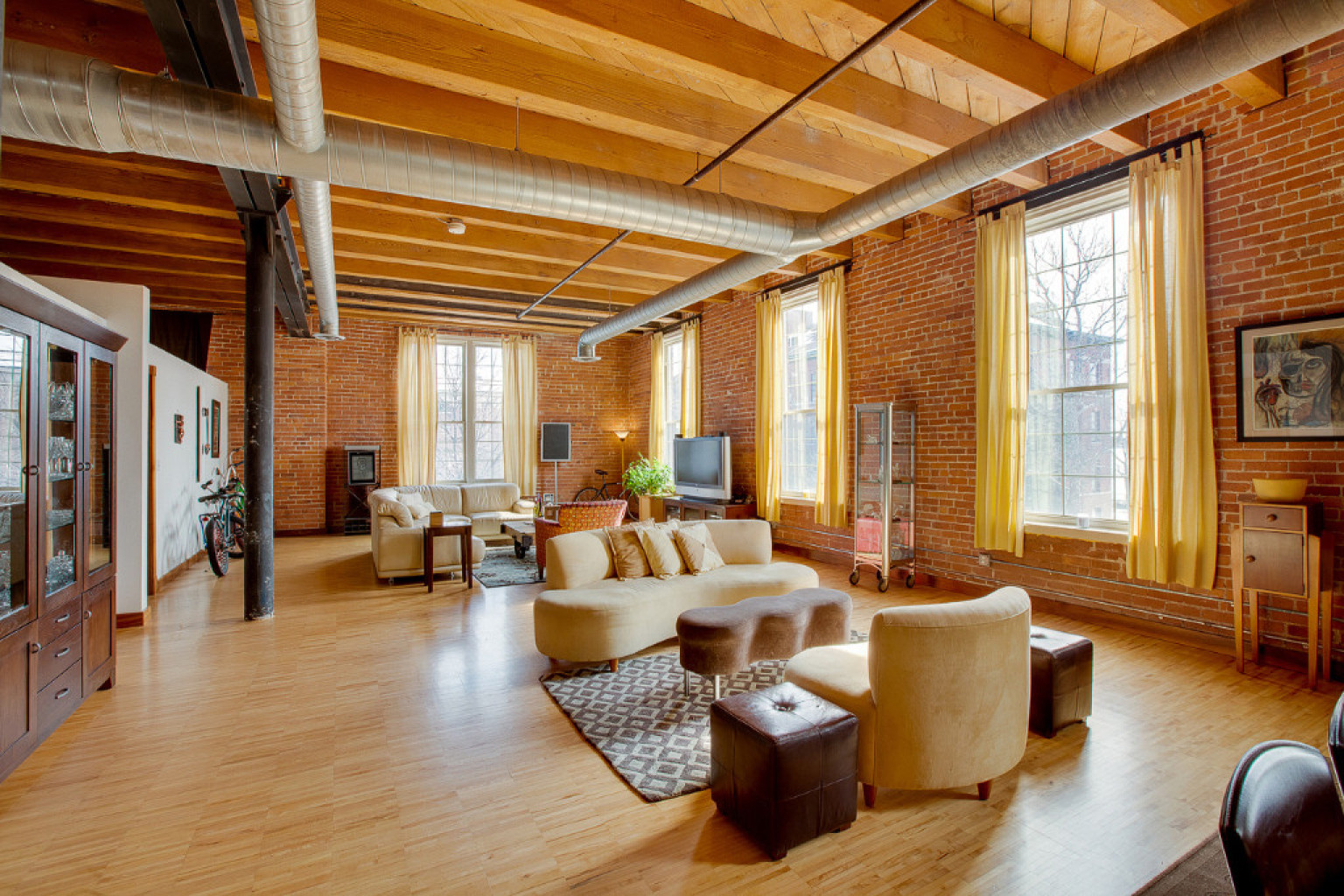 Detroit Lofts Range From Stunningly Luxurious To Affordable But - Loft apartments downtown dallas