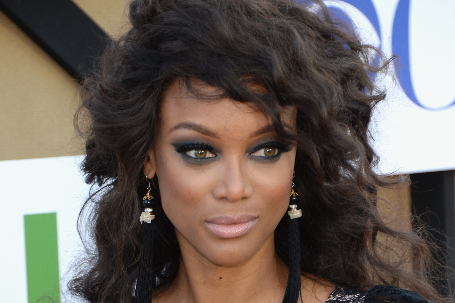 Tyra Banks Pokes Fun At Herself And More In Tweets Of The Week (PHOTOS) | HuffPost
