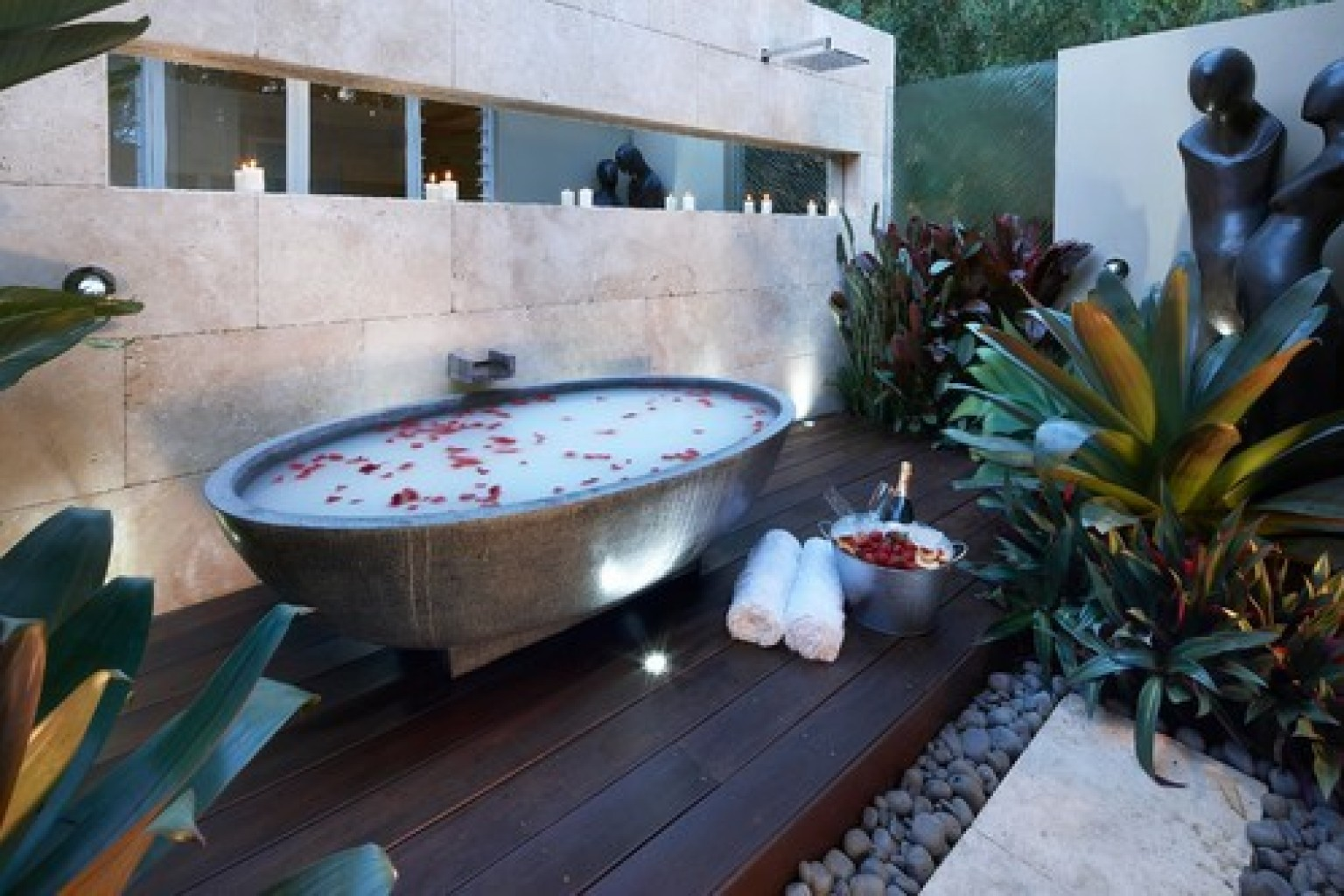 10 Outdoor Bathtubs That Somehow Make It OK To Get Naked In Public ...