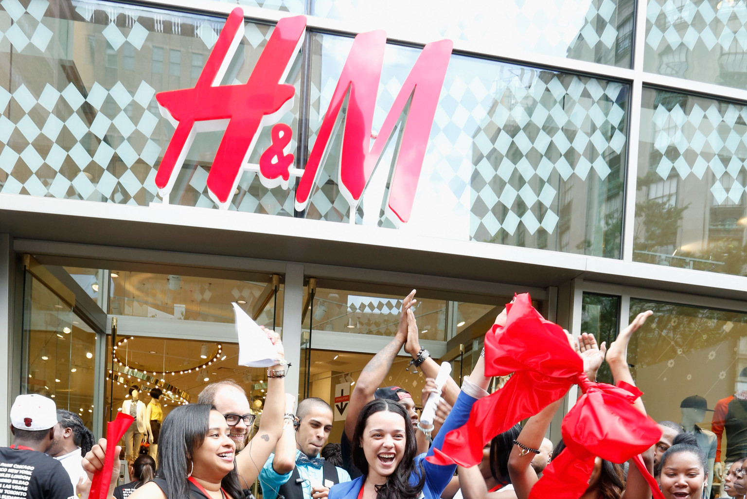 The collection was available in approximately H&M stores in 19 countries and was advertised through a tongue-in-cheek video campaign mocking the high-fashion community. H&M even provided breakfast to the first customers and a free limited edition Karl Lagerfeld t-shirt.