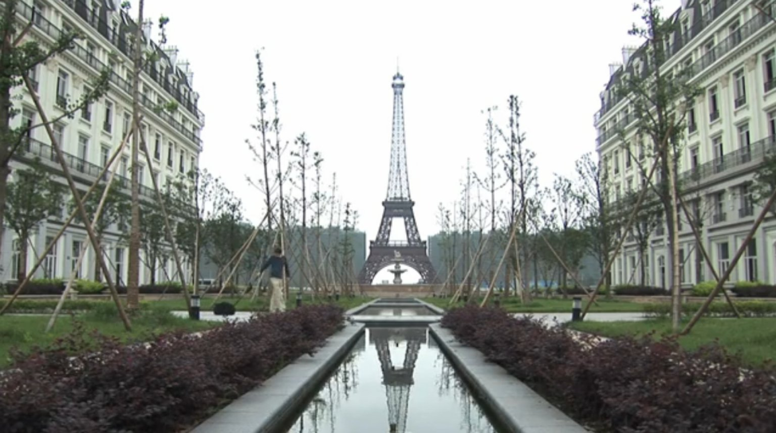 Paris In China Tianducheng Is An Eerie Abandoned City Of Lights - Tianducheng a ghostly abandoned clone of paris in the middle of china