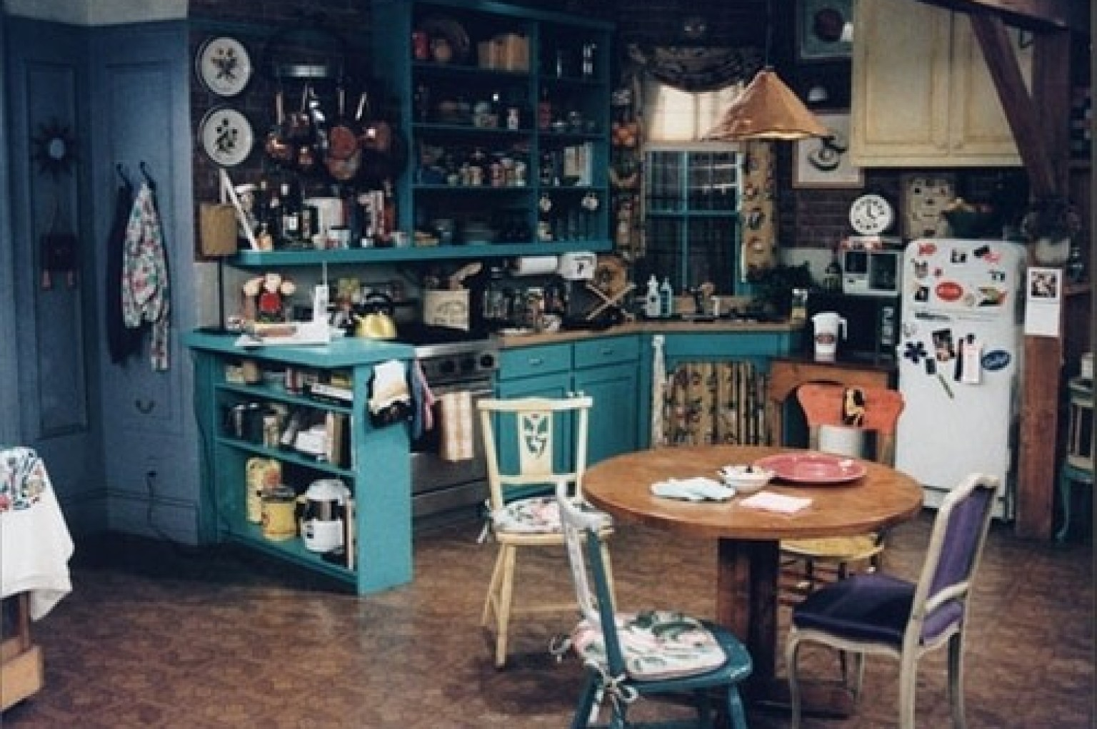 House design tv series - 7 Decorating Lessons We Learned From Friends Photos Gifs Huffpost