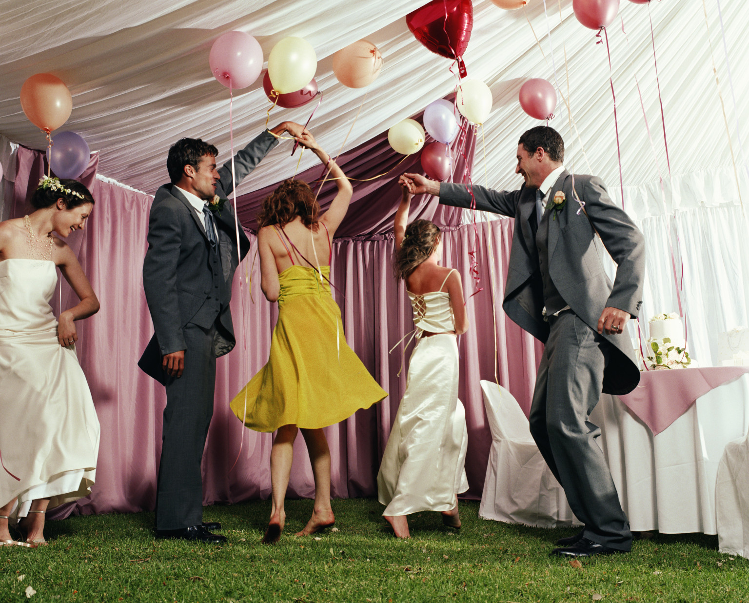 Miss Manners Guests Are Not Required To Dress For Theme Wedding Huffpost
