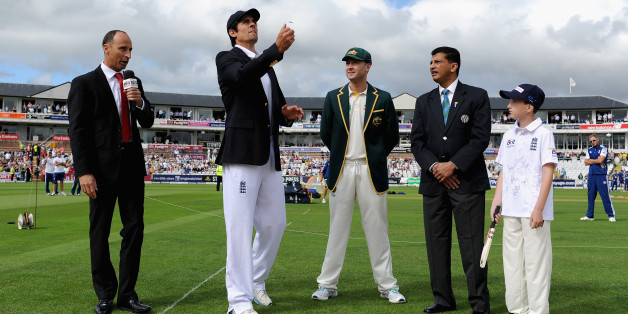 CHESTER-LE-STREET, ENGLAND - AUGUST 09: England captain Alastair Cook tosses the coin alongside Australia captain Michael Clarke ahead of day one of 4th Investec Ashes Test match between England and Australia at Emirates Durham ICG on August 09, 2013 in Chester-le-Street, England. (Photo by Gareth Copley/Getty Images)