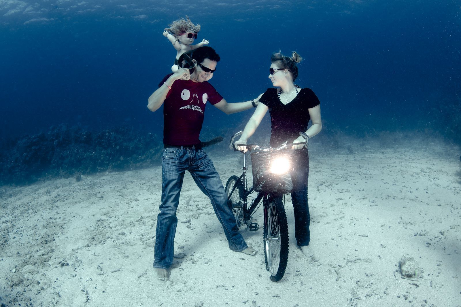 underwater photos couple