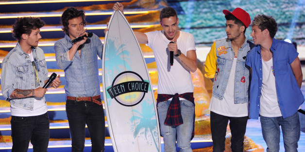 Liam Payne, Harry Styles, Louis Tomlinson, Zayn Malik and Niall Horan of One Direction accept Choice Group award