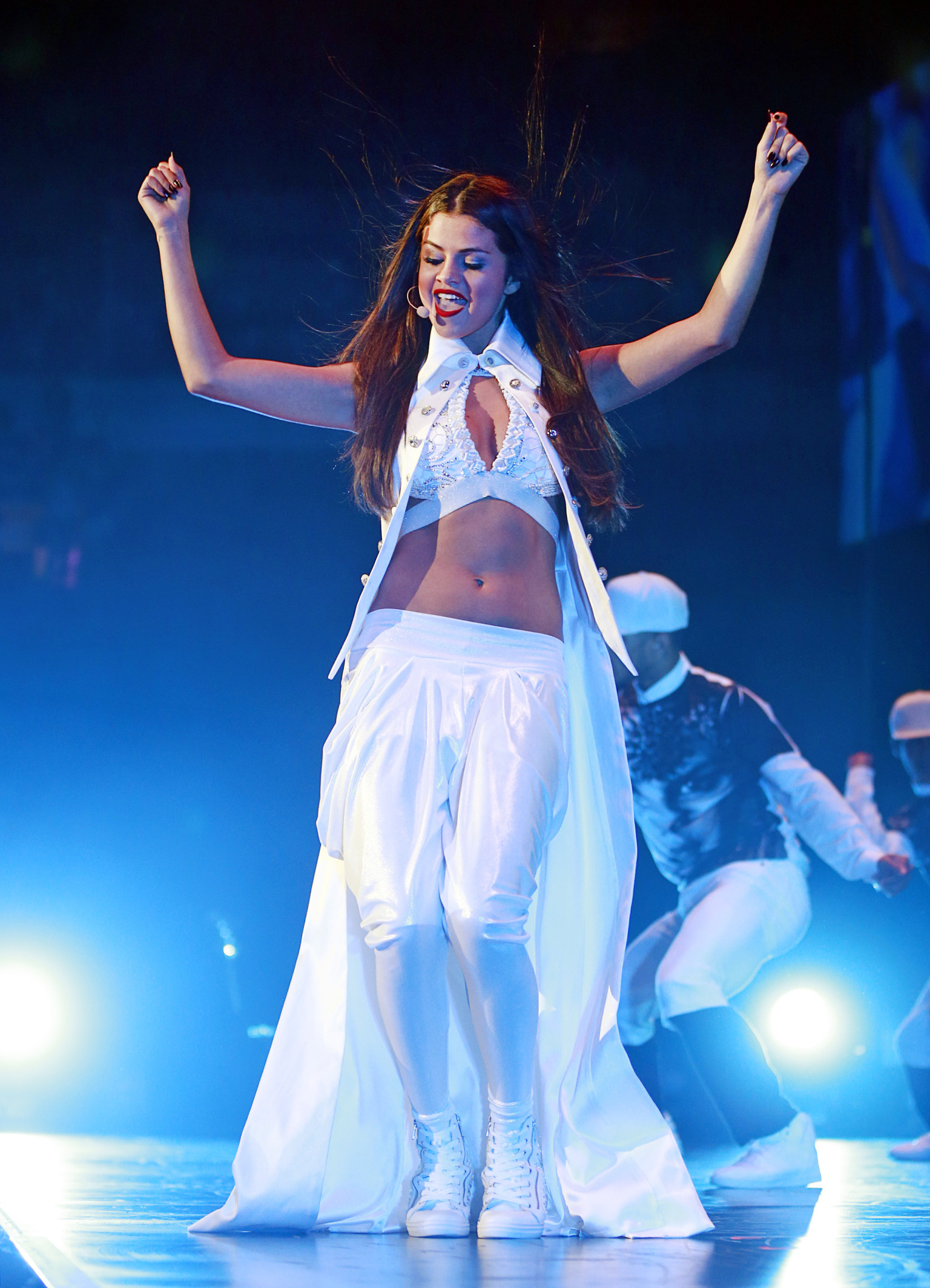 Selena gomez shows her abs in halter crop top for opening night of selena gomez shows her abs in halter crop top for opening night of stars dance tour huffpost voltagebd Image collections