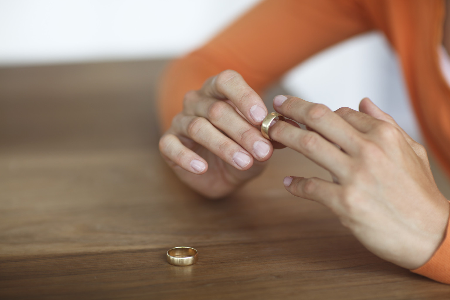 when is it the right time to take off your wedding ring huffpost - Wedding Ring Rash