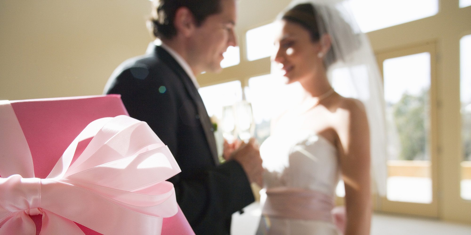 how much should you spend on a wedding gift? | huffpost