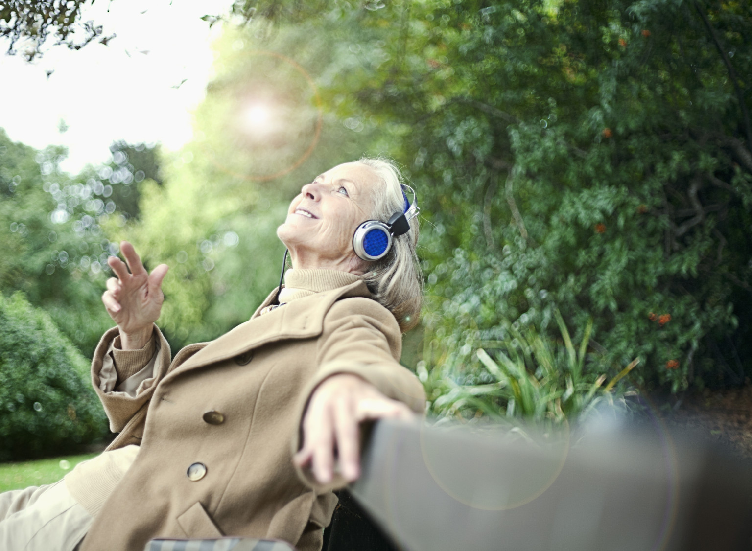 5 reasons for listening to music Although time devoted to listening to music varies with age group, american youth listen to music from 15 to 25 hours per day still, a study performed with a small.