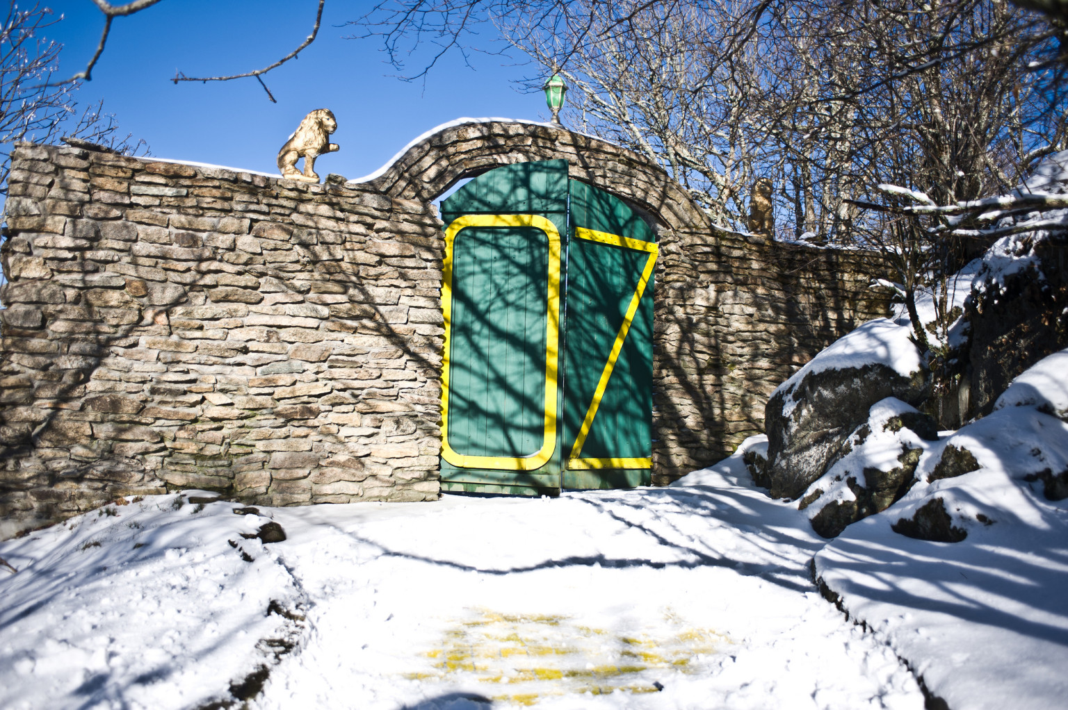 Abandoned Wizard Of Oz Amut Park Reopens Once A Year For Autumn At Photos Huffpost