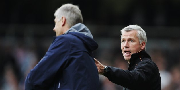 LONDON - NOVEMBER 05:  Alan Pardew the West Ham United manager and Arsene Wenger the Arsenal manager exchange words during the Barclays Premiership match between West Ham United and Arsenal at Upton Park on November 5, 2006 in London, England.  (Photo by Phil Cole/Getty Images)