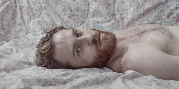 Le photographe Nir Arieli revisite les représentations traditionnelles de la masculinité et de la féminité