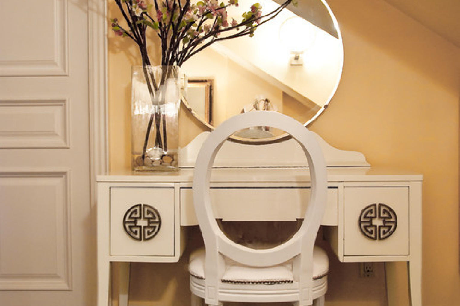 10 vanity tables that will change your morning routine forever 10 vanity tables that will change your morning routine forever photos huffpost geotapseo Choice Image