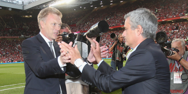 MANCHESTER, ENGLAND - AUGUST 26:  Manager David Moyes of Manchester United greets manager Jose Mourinho of Chelsea ahead of the Barclays Premier League match between Manchester United and Chelsea at Old Trafford on August 26, 2013 in Manchester, England.  (Photo by John Peters/Man Utd via Getty Images)