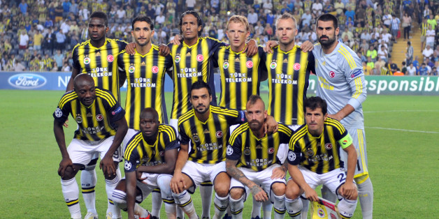 Fenerbahce's players pose during the UEFA Champions League Play Off first leg match between Fenerbahce and Arsenal at Sukru Saracoglu Stadium in Istanbul on August 21, 2013. AFP PHOTO/OZAN KOSE        (Photo credit should read OZAN KOSE/AFP/Getty Images)