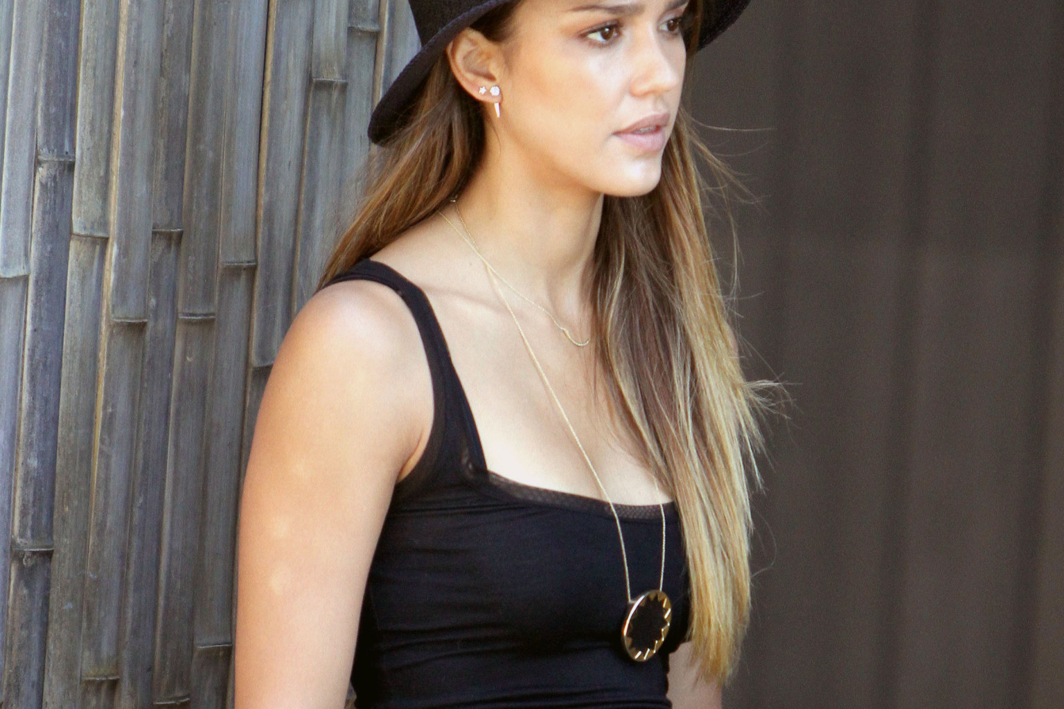 Jessica Alba S 58 Necklace Leads Our Cheap Celeb Finds Of