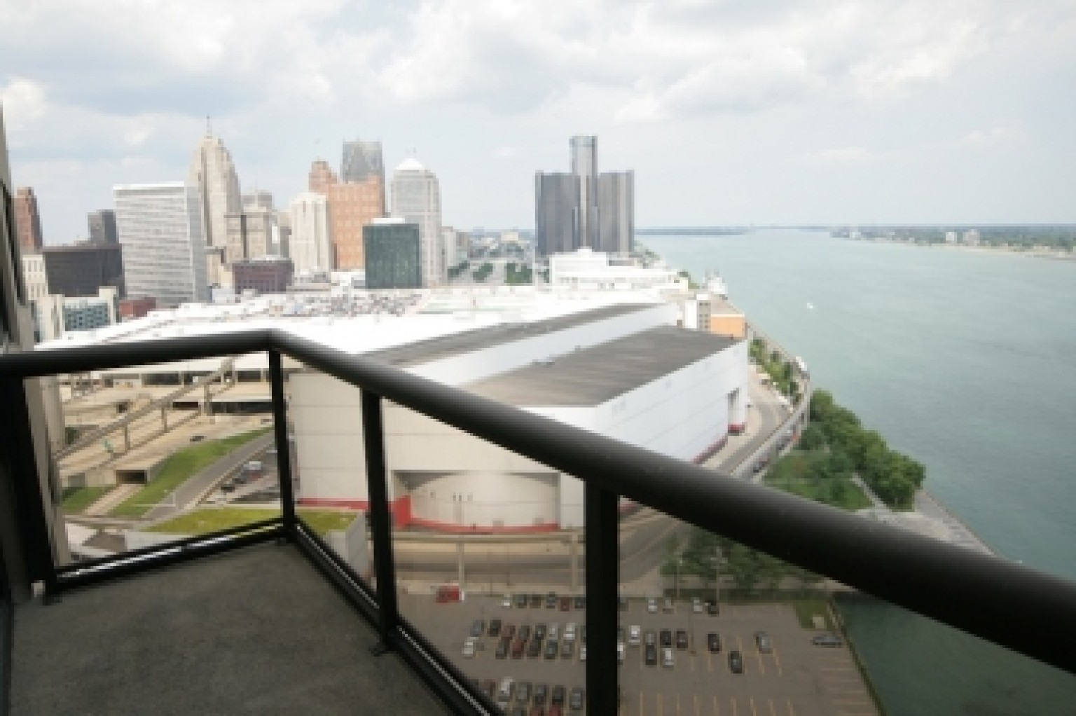 Detroit Riverfront Apartments For Rent