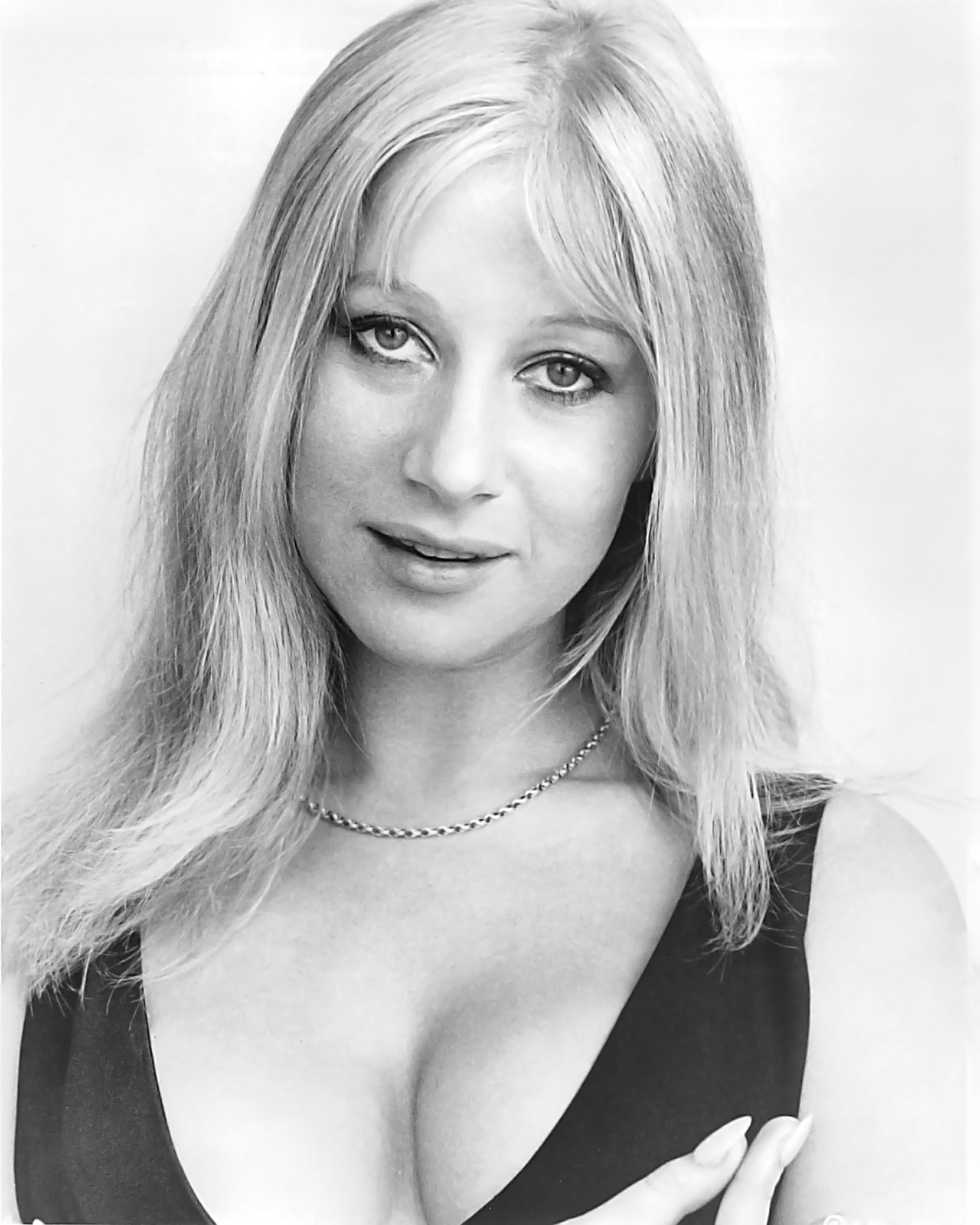 o-YOUNG-HELEN-MIRREN-facebook.jpg