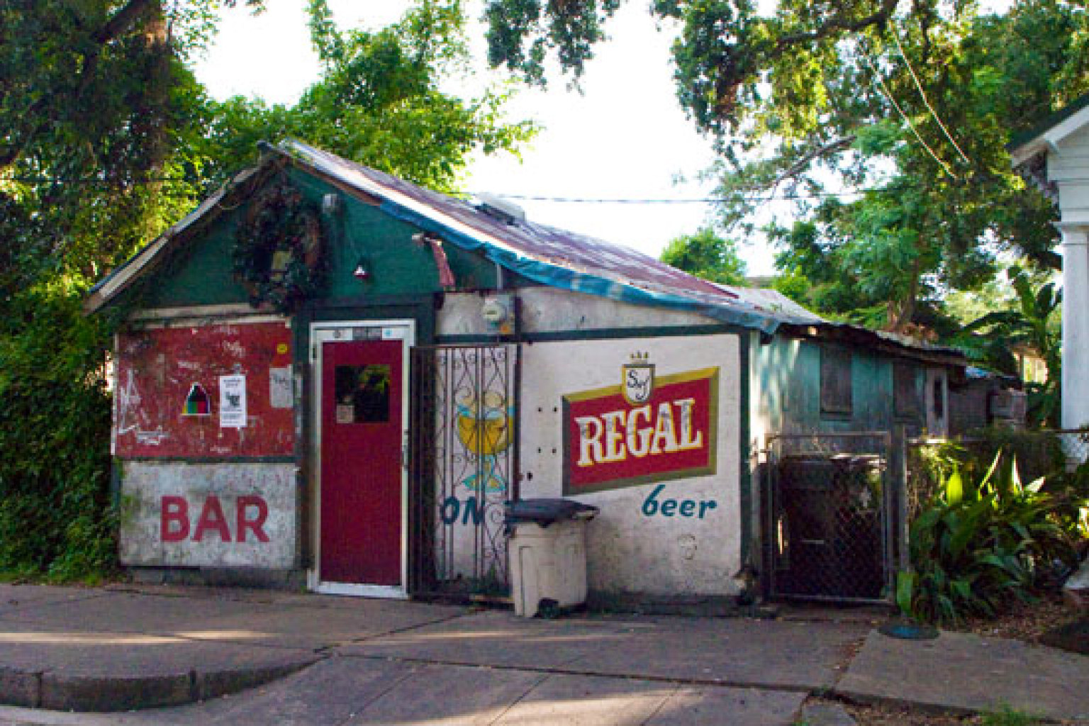 Tracking Down The Best Dive Bar In New Orleans Huffpost