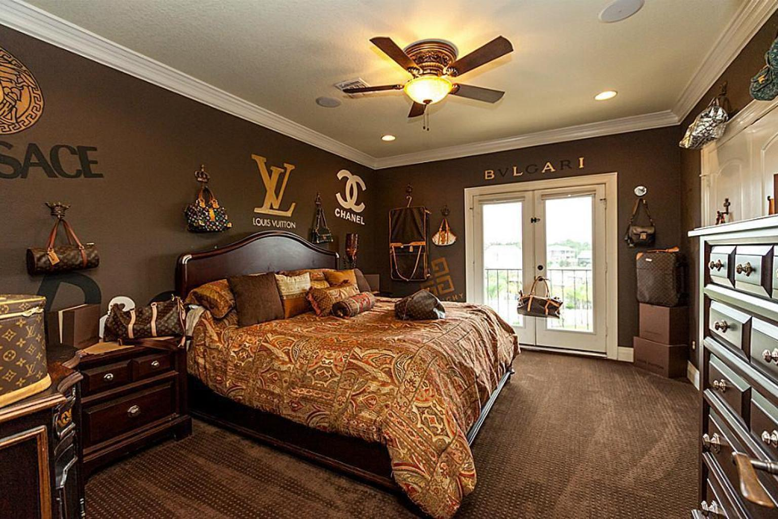 Louis vuitton bedroom in texas home for sale takes fashion for Suhagrat bed decoration design