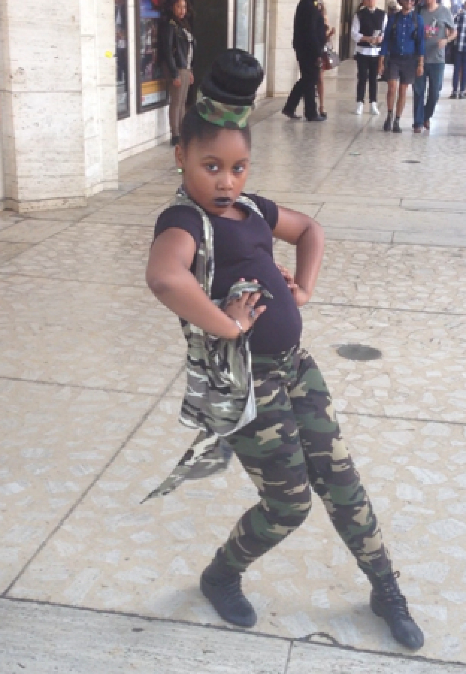 Little Girl Shows Off Her Modeling Skills At New York Fashion Week And She Is Amazing Video