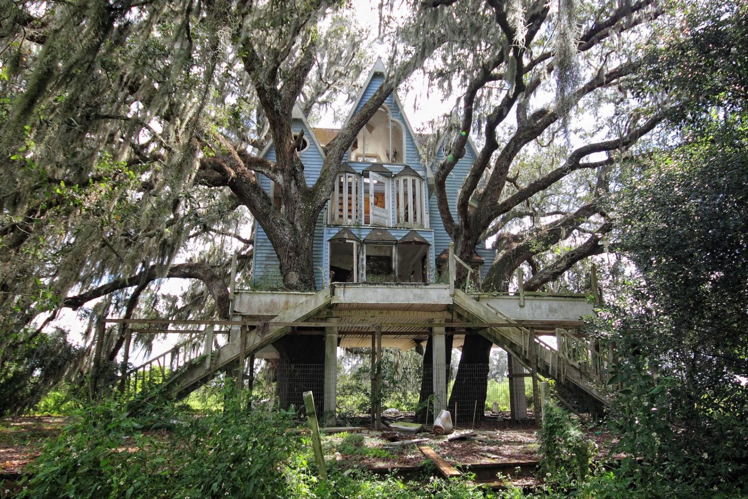 You Won\'t Be Able To Stop Looking At This Creepy Abandoned ...
