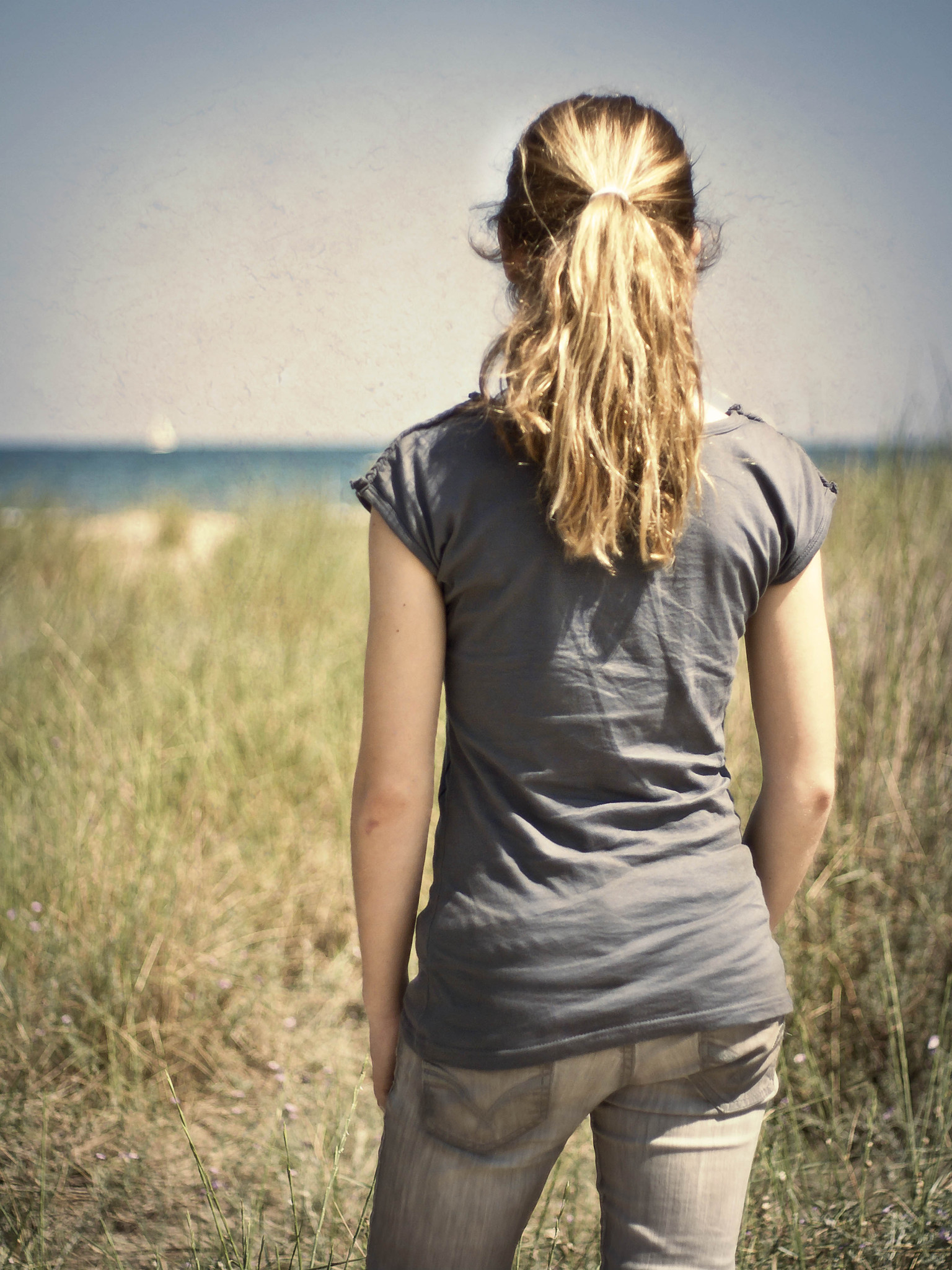 Фото девушек стоящими спиной