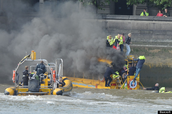 duck boat fire thames