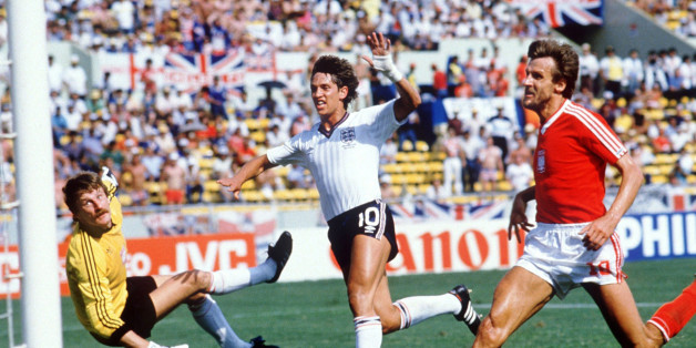 MONTERREY, MEXICO - JUNE 11:  WM 1986 in Mexiko, Monterrey; ENGLAND - POLEN (ENG - POL) 3:0; TOR ZUM 1:0 Gary LINEKER/ENG  (Photo by Bongarts/Getty Images)