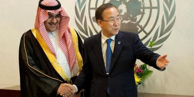 Le prince Nawaf Faisal Fahd Abdulaziz, d'Arabie Saoudite, avec le secrétaire général des Nations-Unies Ban Ki-Moon. New York , 6 juin 2013