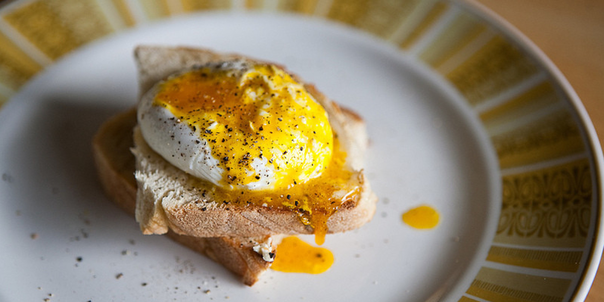 How To Make The Perfect Poached Egg And Never End Up With A Sloppy Mess Again Photos Huffpost