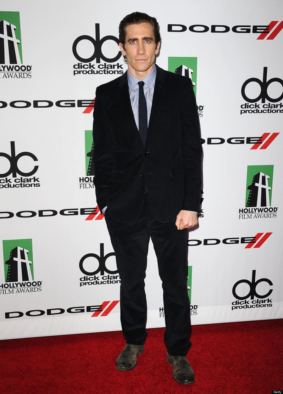 Jake gyllenhaal debuts weight loss at hollywood film awards video jake gyllenhaal altavistaventures Gallery