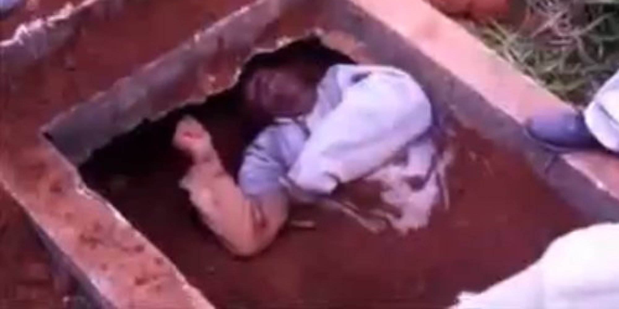 Man Buried Alive In Brazil Rises From Grave, Gives Mourner ... Human Decomposition Time Lapse