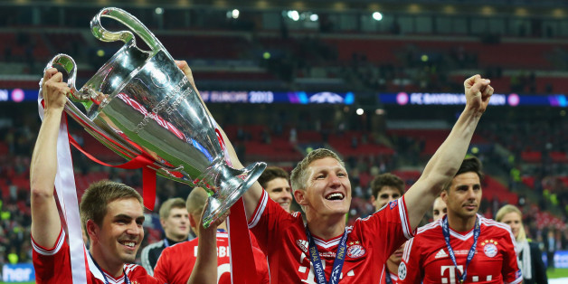 LONDON, ENGLAND - MAY 25:  Philipp Lahm and Bastian Schweinsteiger of Bayern Muenchen hold the trophy after winning the UEFA Champions League final match against Borussia Dortmund at Wembley Stadium on May 25, 2013 in London, United Kingdom.  (Photo by Alex Livesey/Getty Images)